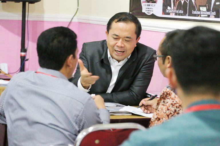 suasana-kegiatan-workshop-grounded-business-coaching-led-by-coach-dr-fahmi-7-768x512